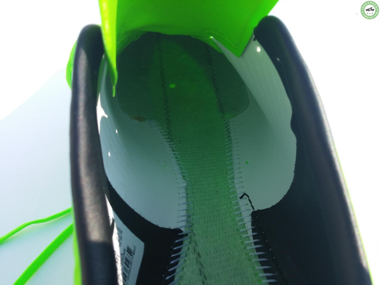 Vnitřek kopaček Nike Mercurial Veloce III