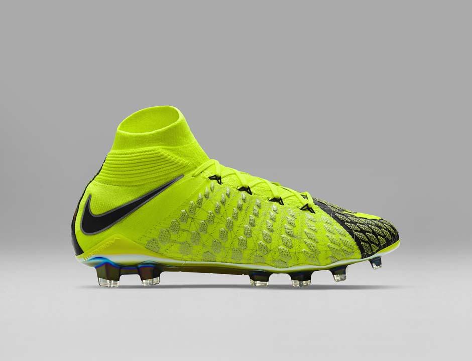 FIFA 18 - Nike X EA Sports Hypervenom 3 profil 2