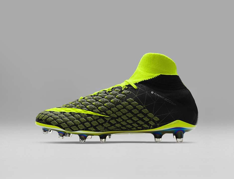 FIFA 18 - Nike X EA Sports Hypervenom 3 profil 3