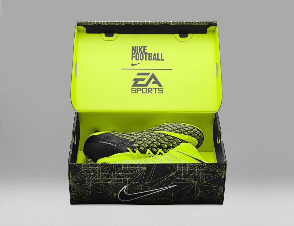 FIFA 18 - Nike X EA Sports Hypervenom 3 v krabici