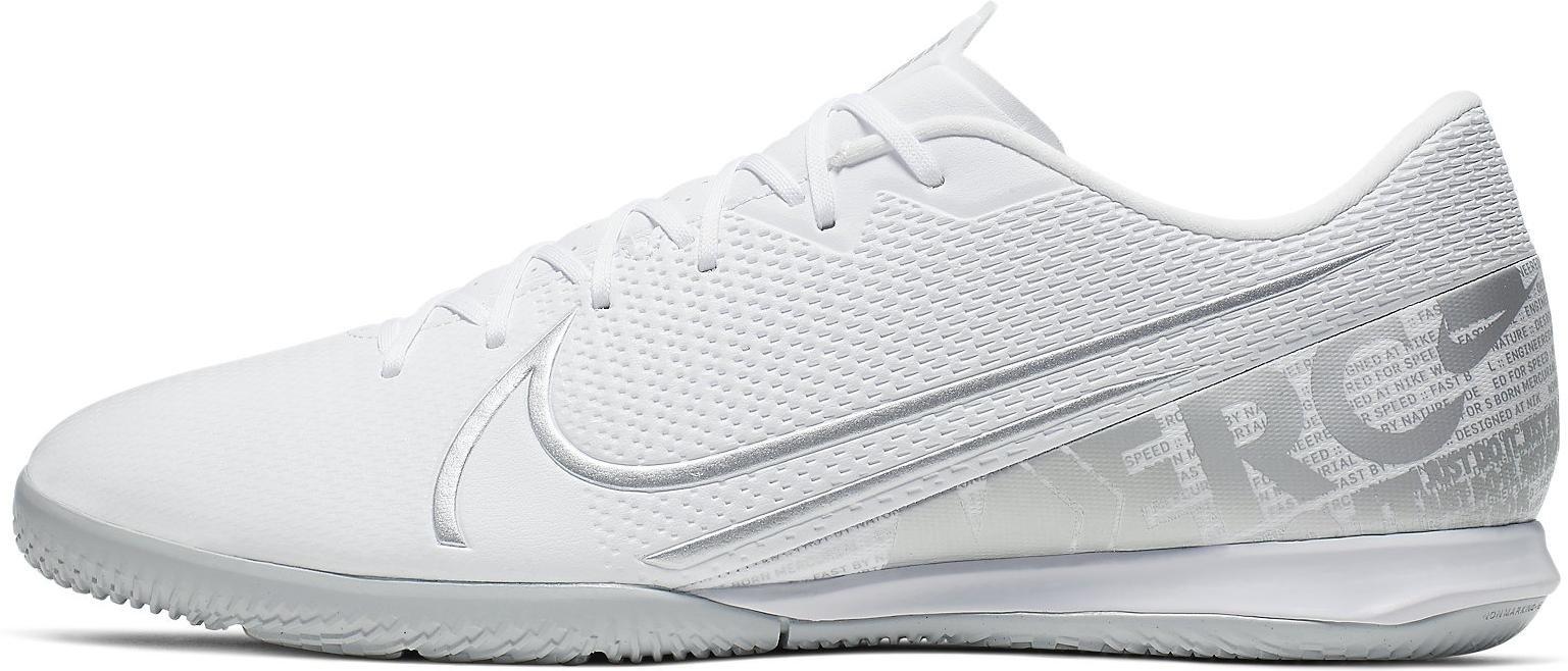 Sálovky Nike VAPOR 13 ACADEMY IC bílá